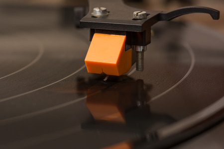Cartridge moving on black vinyl