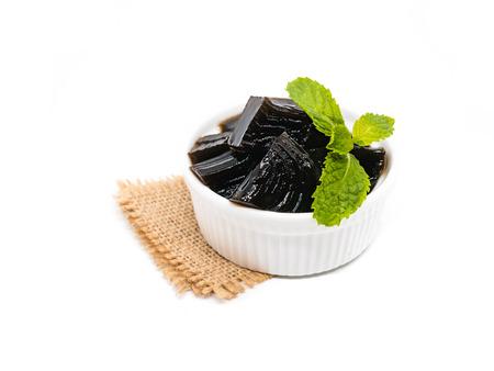 草ゼリー(中素キネンシス)、白い背景を隔離した上の野菜ゼリー