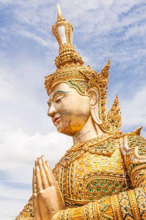 Beautiful tailand�s estatua de oro Foto de archivo