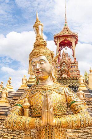 Estilo tailand�s de la estatua de oro