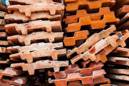 Cierre de tiro de la azotea del templo tailand�s pila de baldosas