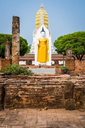 Estatua de Buda en el templo, Tailandia