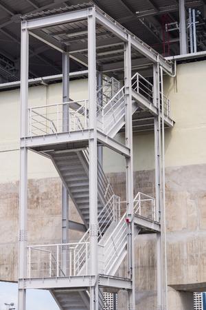 Escalera de incendio de una nave industrial