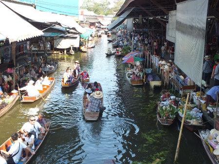 floating market: amphawa floating market