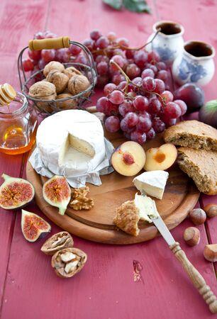 Kaas, brood en in de herfst vruchten