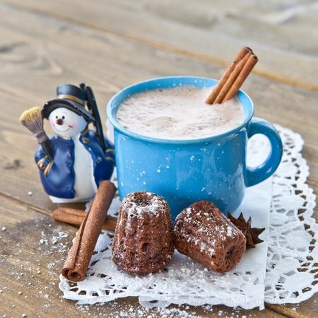 Warme chocolademelk kleine chocolade taarten voor kerst