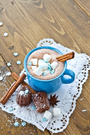 Hot chocolate with marshmallows and little chocolate cakes