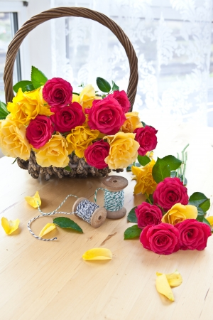 emaille: Red and yellow roses in a vintage basket