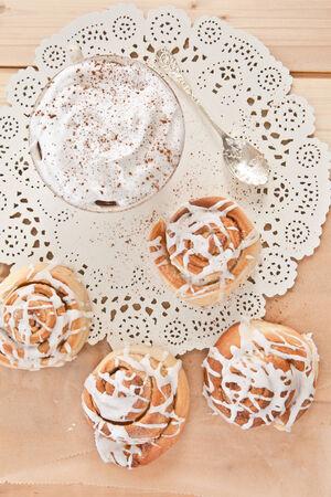 Fresh homemade cinnamon rolls made from a Swedish recipe Stockfoto