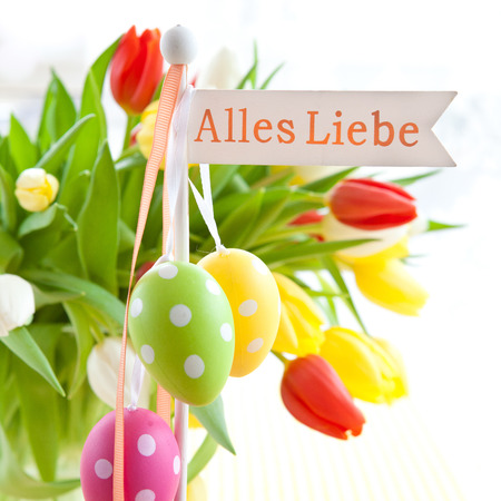 Liebe: Fresh colorful tulips with a Alles Liebe tag Stock Photo