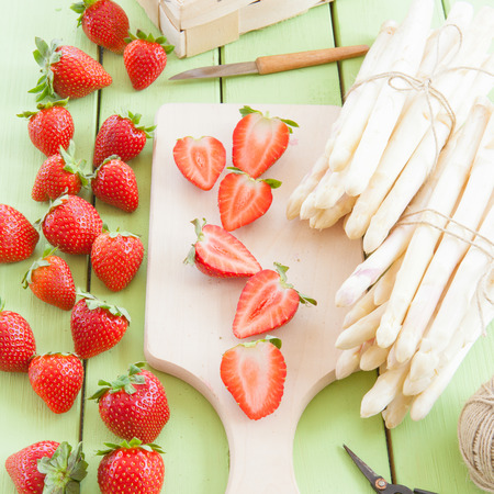 white asparagus: White asparagus and fresh strawberries in early summer season