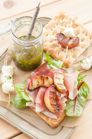 fruity salad: Sandwich with smoked ham, grilled peaches and mozzarella
