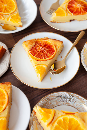 Fruity sponge cake with fresh candied oranges