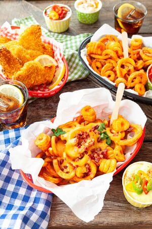 Tasty fast food with curly fries and fried chicken fingers Stockfoto