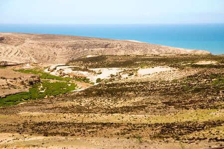 ocea: Dry and arid landscape on the coastline in sidi kaouiki close to Essaouira, Morocco