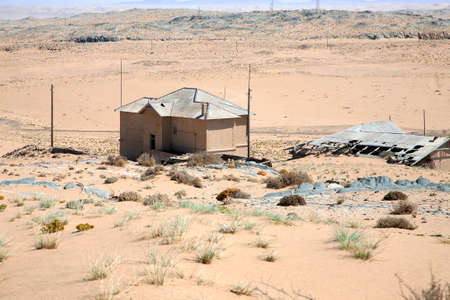kolmanskop: Abandoned old house in Kolmanskop.