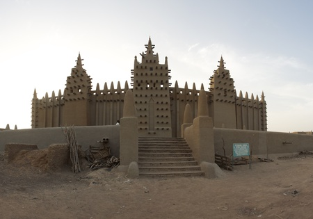 Mali: The big mosque in Djenné  and the traditional mud building in Mali.