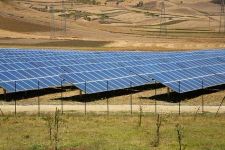 시실리에있는 태양 전지 패널입니다. 아그 리젠 토에 도로에 스톡 콘텐츠