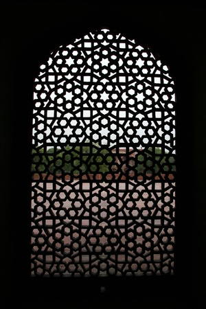 archway: Detail of a window at the  Humayun tomb in New Delhi