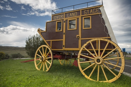 covered wagon: Wild West covered wagon in prairie along the road in Utah Stock Photo