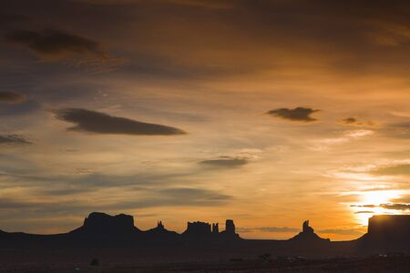 monument valley view: View of monument valley early in the morning