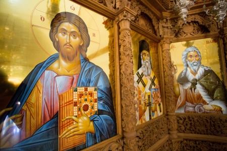 예수님과 정교회, 산토리니, 그리스 2013 년에서 그의 사제의 여러 종교 아이콘.