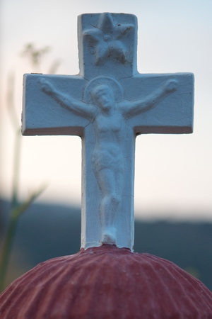 jezus: Close up from a cross with a picture of Jezus on a Red dome, part of a typical Orthodox grave in Crete, Greece, 2013