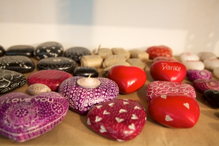 soapstone: Red stone heart, symbol for love and Valentine in India, Example of product made by a Fair trade producer.