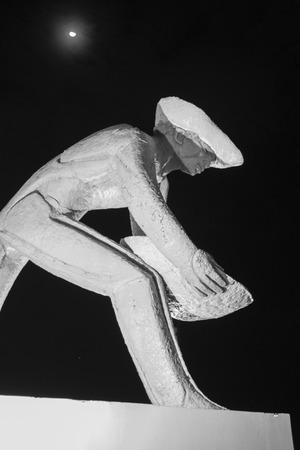 """prospector: Escultura llamado """"O Garimpeiro"""" (The Prospector) en la noche, Boa Vista, Roraima, Brasil. Editorial"""