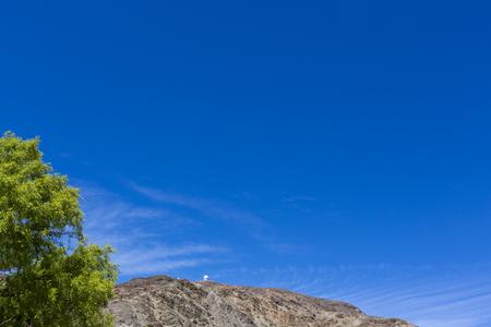 vistas increíbles del Parque Nacional Pampa El Leoncito con el observatorio en la montaña. Provincia de San Juan. Argentina Foto de archivo