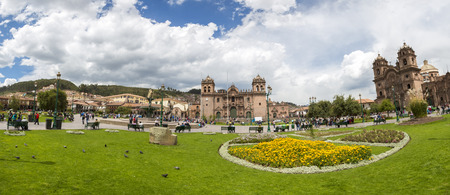 iglesia de la compania: Panorama of Cusco hand Square Plaza de Armas with the Inca Statue in front of the Iglesia de la Compania with tourists in Cusco, Peru 2015 Editorial