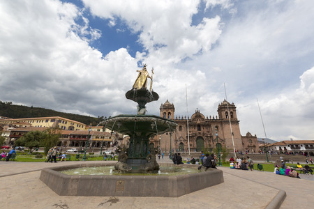 iglesia de la compania: Cusco Main Square Plaza de Armas with the Inca Statue in front of the Iglesia de la Compania with tourists in Cusco, Peru 2015