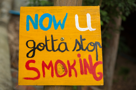 exercice: Quit smoking yellow sign with bokeh background. Motivation sign to stop the nicotine.