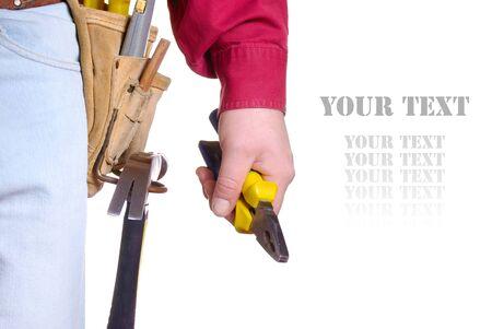 alicates: Carpintero en herramienta cintur�n closeup mantiene alicates sobre fondo blanco Foto de archivo