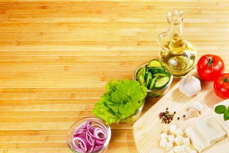 まな板: 新鮮な野菜、チョッピング ボードのクローズ アップ