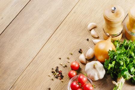 tabulka: Přísady do potravin na dubový stůl detailním záběr