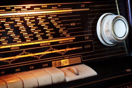 Détail de l'affichage vieille radio 1950 Banque d'images