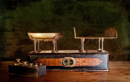 kg: Vintage kitchen scales with brass weights, against old worn out stone wall