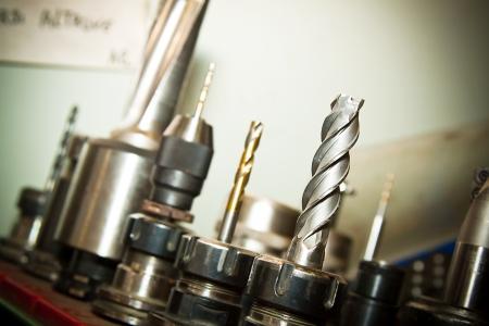 frezowanie: Szczegóły wiercenia bitów maszyn w wysokiej zakładu mechaniki precyzyjnej Zdjęcie Seryjne