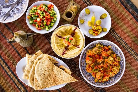 garbanzos: La comida es deliciosa en el Oriente Medio: una fiesta en Jordania