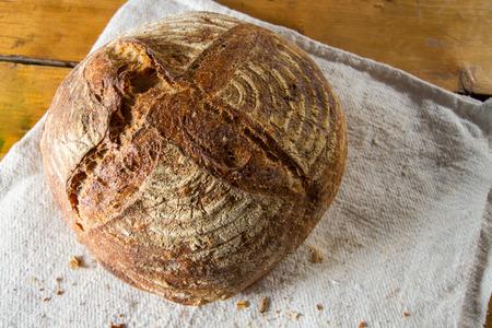 그냥 오븐의 효 모 빵의 맛있는 신선한 덩어리. 스톡 콘텐츠 - 50566348