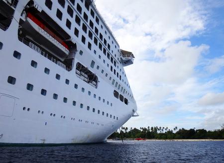 Nuova Guinea: Scene of cruise ship from tender boat, Kiriwina, Papua New Guinea.
