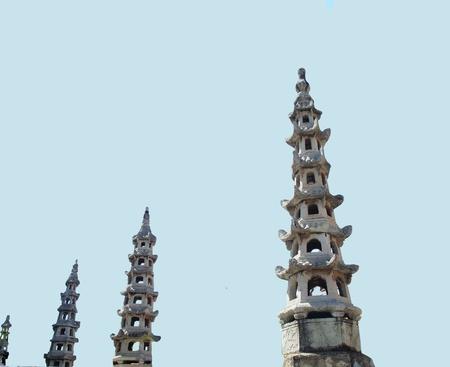 octogonal: Ta es una pagoda china con edificios de forma octogonal, se puede ver en Wat Suthat y el Templo de la Aurora, Bangkok, Tailandia Foto de archivo