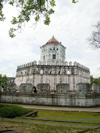 reign: Fort Meru built in the reign of  King Rama 1st to protect Bangkok surrounded by Santi Chai Prakan Park