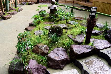 japanese lamp pequeo jardn japons compuesto por diversos elementos tales como piedras musgo