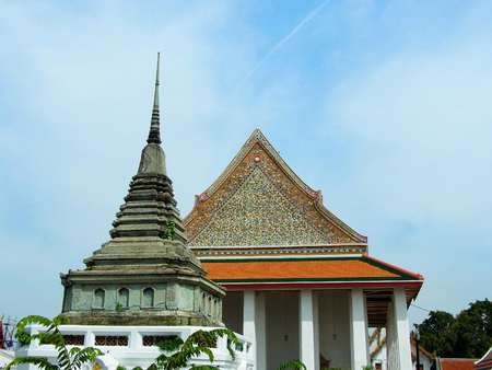 traditon: Wat Kalayanamitr , the  traditional Thai style temple with Chinese architectural influences.