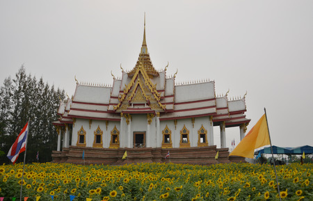 buddism: white Architecture in Thailand