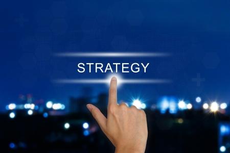 mision: mano bot�n estrategia clic sobre una interfaz de pantalla t�ctil Foto de archivo