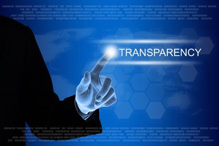Geschäft, das Transparenzknopf auf einer Touch Screen Schnittstelle von Hand drückt