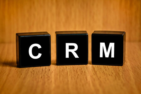 black block: CRM o Customer Relationship Management texto en el bloque negro Foto de archivo